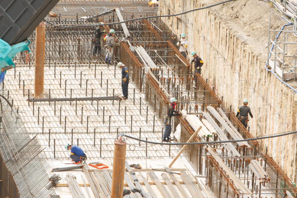 鉄筋工,建設業,正社員,ものづくり,クレーン,マンション,アパート
