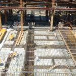 大型建造物の基礎工事を行う鉄筋工